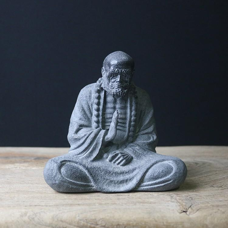 石刻达摩佛像