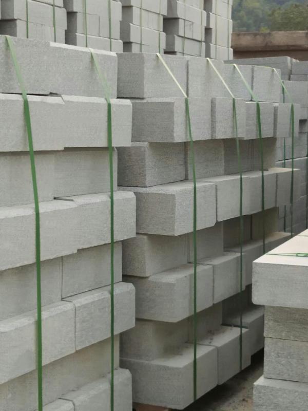 供應深圳寶安沙井園林石材工程-芝麻灰芝麻白路沿石路邊石