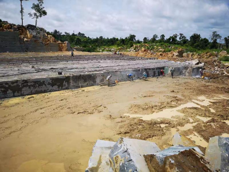柬埔寨黑矿山