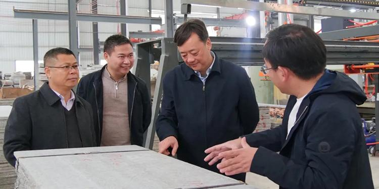 廣西恭城縣長黃枝君走訪石材企業,強調要做好企業服務工作