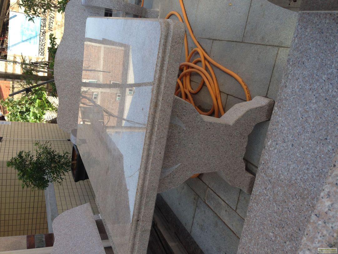 庭院石桌子