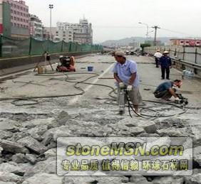 路桥面混凝土拆除新方案——劈裂机破拆法